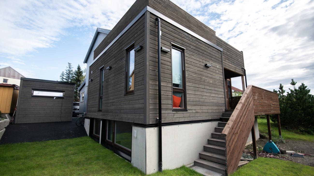 Oppfoering av tilbygg med takterrasse og carport 0002